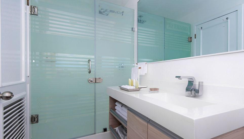 Galapagos Odyssey bathroom