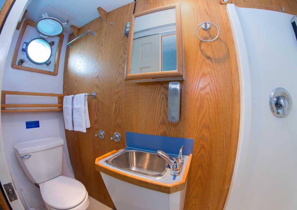 CachaloteExp-R19-3-Bathroom