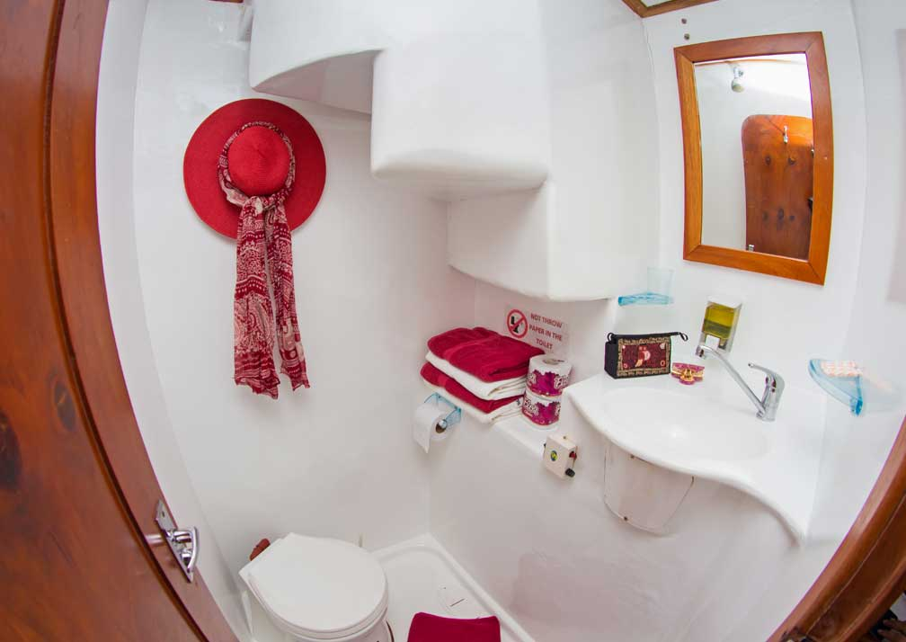 LonesomeG-R19-6-Bathroom