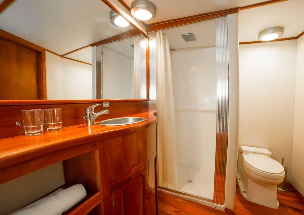 RSilvia-R19-5-Bathroom