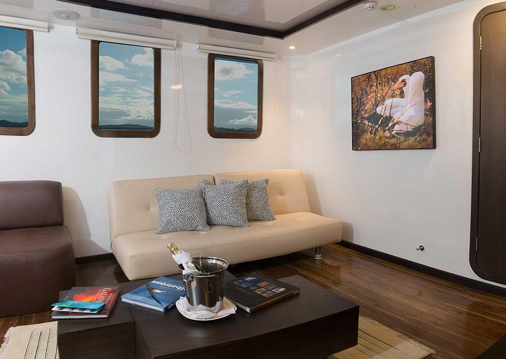 corm-suite-lounge-G19