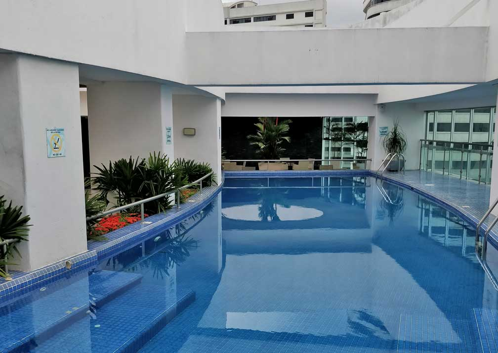 Rooftop pool at Wyndham Guayaquil