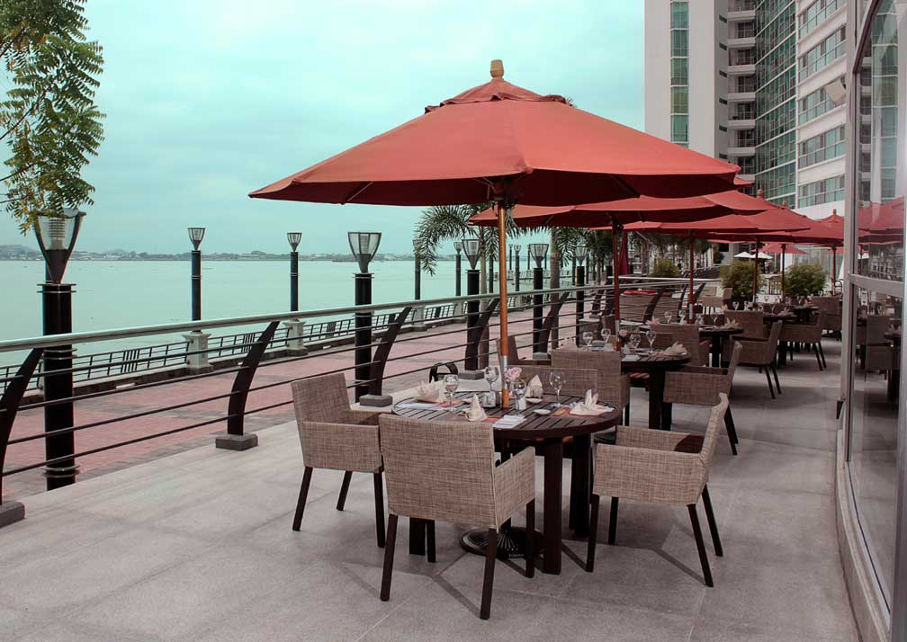 Dining terrace at Wyndham Guayaquil